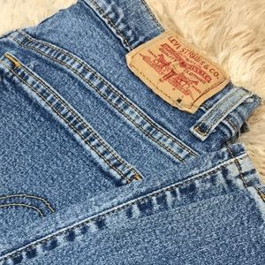 Levi's 550 Classic Relaxed Bootcut Jean Size 10